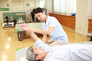 介護服・介護ユニフォームの必要性と選び方