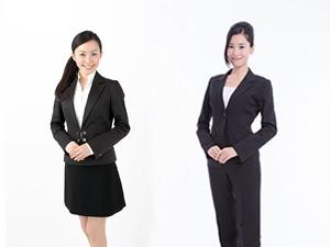 女性社員の事務服、スカートにする?パンツにする?
